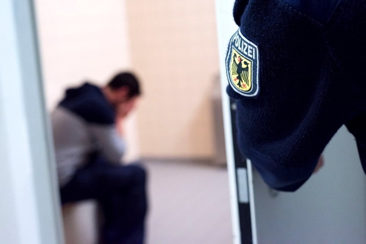 "Federal Police seize smugglers: 23 people brought to Bavaria ""in a closed place"""