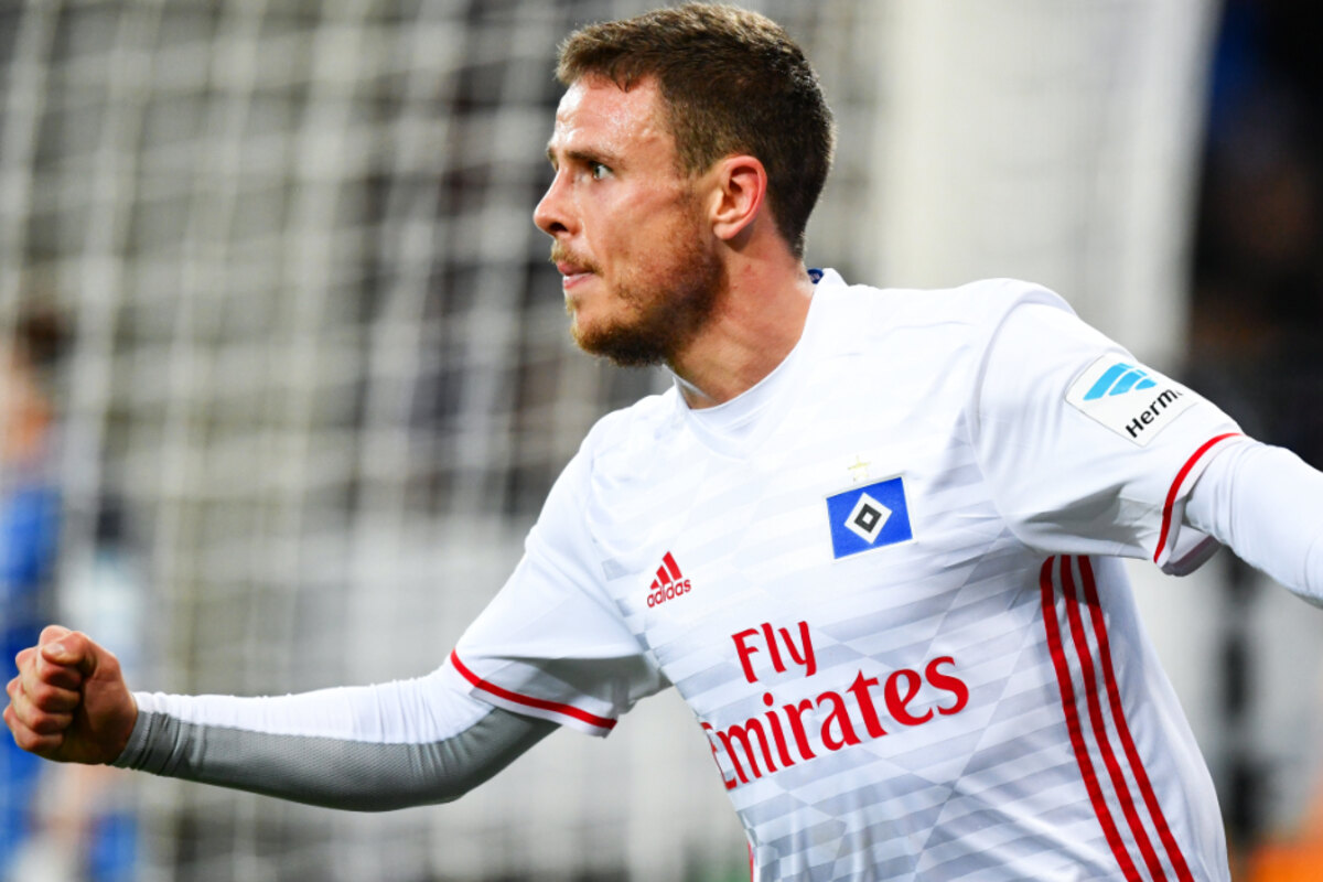 Former HSV and SGE player Nikolai Muller kicks his team to the top of the table!