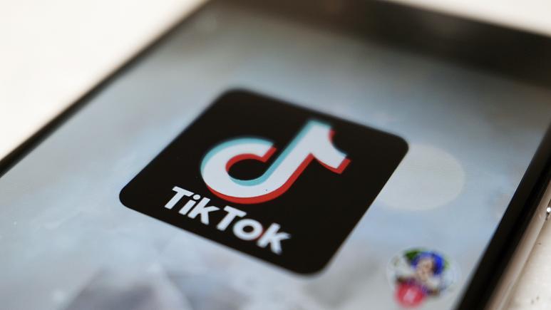 TikTok 'Blackout Challenge' kills a 10-year-old girl