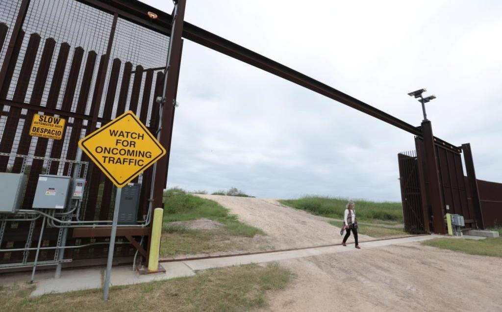 A migrant from Honduras gives birth on the US-Mexico border
