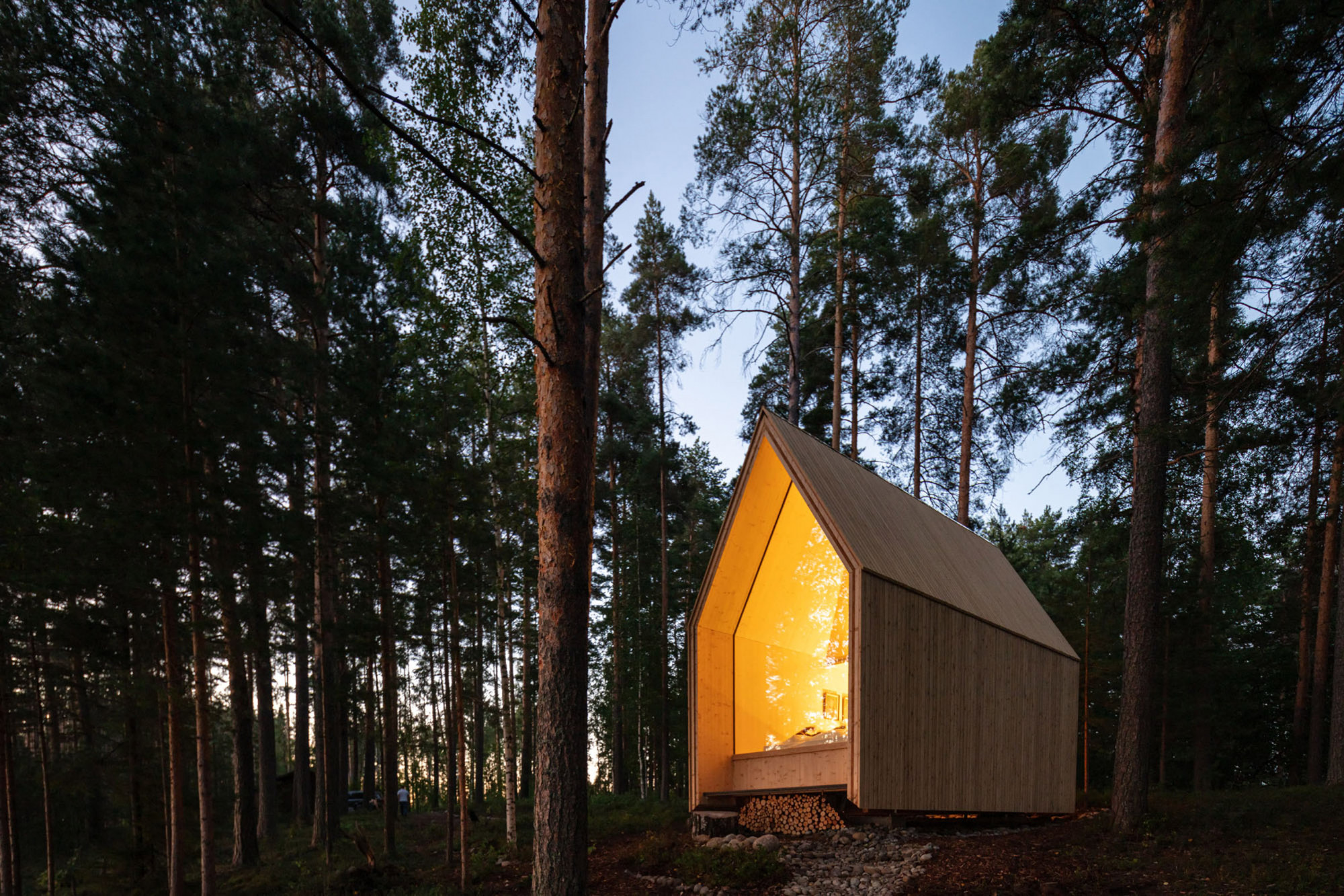 A stunning little log cabin in the shape of a church on the banks of Finland's largest lake – Idealista / news