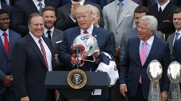 Donald Trump Honors Bill Peelisik