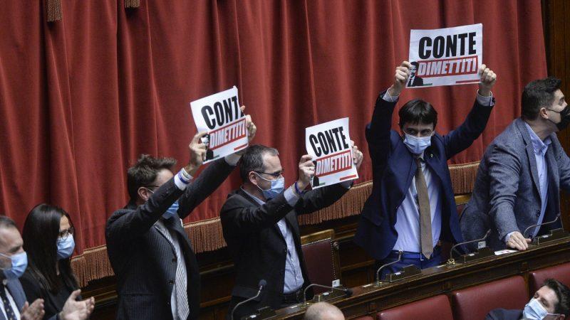 "Government crisis, count in the classroom.  Center-right shouts: ""Mastela! Mastela!""  Meloni: ""Enough Barbatrucci."""