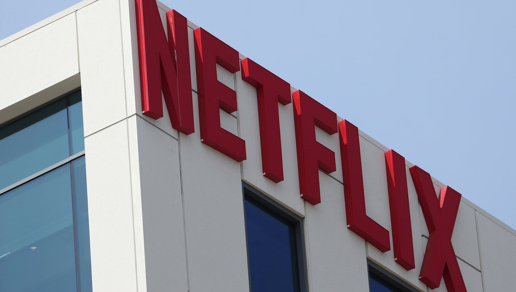 Netflix surpasses 200 million subscribers thanks to (also) the pandemic.  Cash flow improves, headline shifts to Wall Street