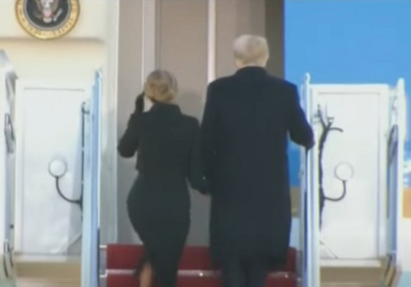 """Watch .. """"Trump carries the"""" nuclear bag """"with him as he leaves the White House"""