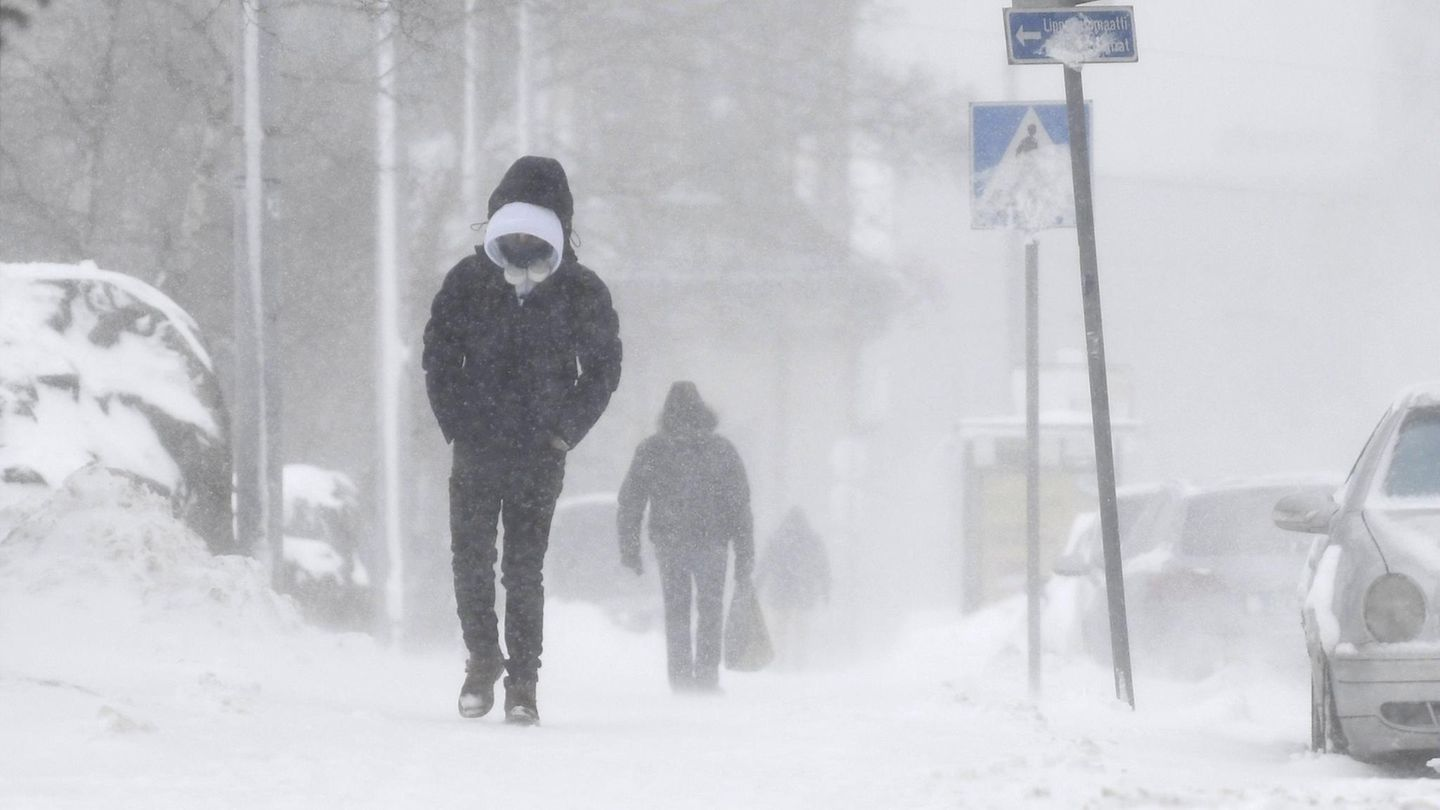 Winter weather: Heavy snowfall is wreaking havoc in Sweden and Finland