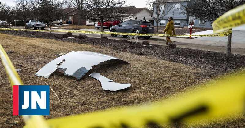 Boeing 777 engine blast and wreckage in Denver