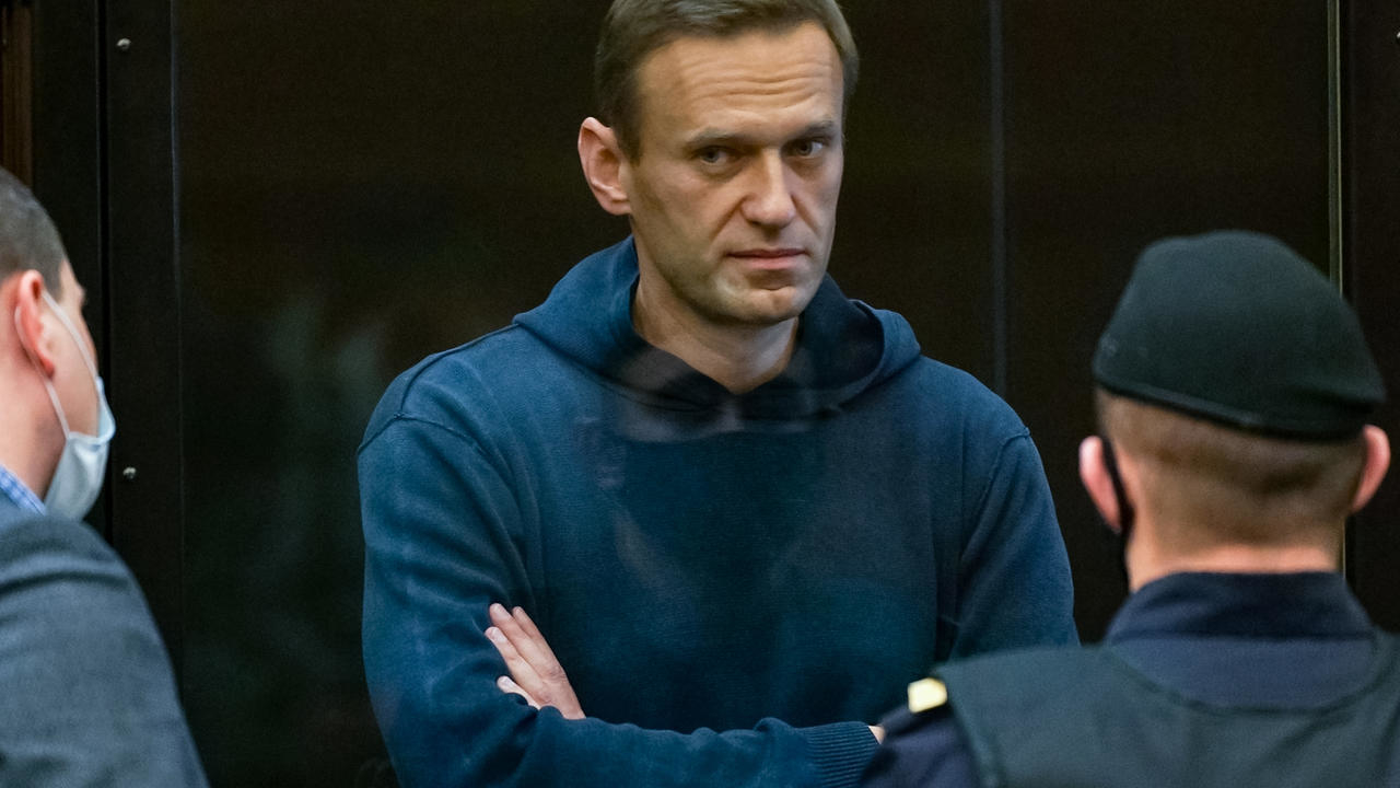 A Moscow court orders the imprisonment of opponent Alexei Navalny for three and a half years