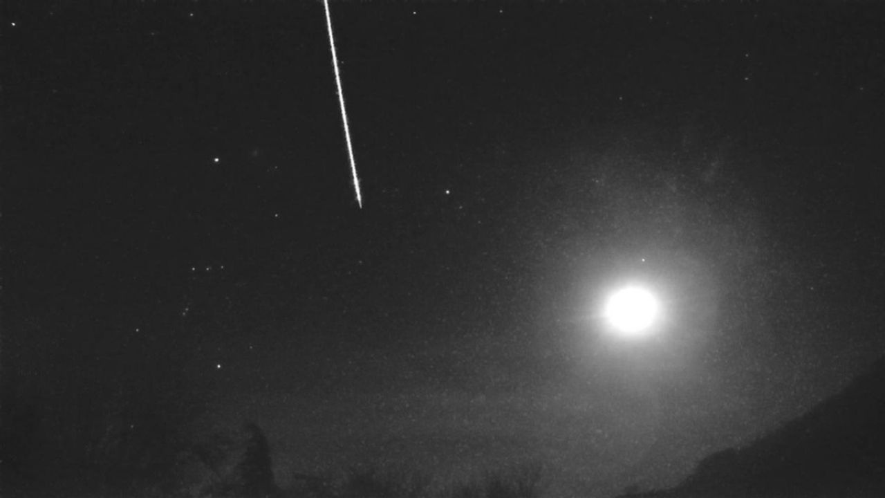 Aliens?  In the UK they reported seeing a huge fireball