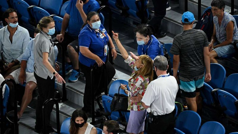 "Australian Open: Middle finger scandal in Nadal's victory - ""Drink a lot of gin or tequila"""