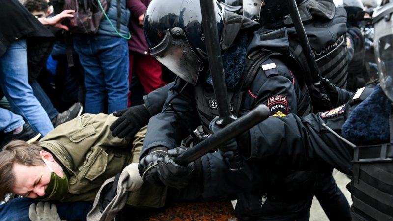 Moscow expels diplomats involved in Navalny's protests