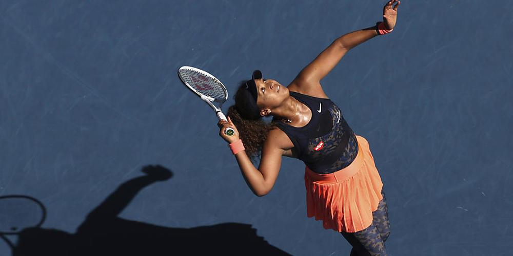 Serena Williams and Osaka communicate