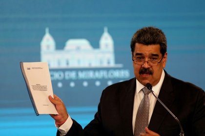 File photo: Nicolas Maduro displays a document from his government during a press conference in Caracas, Venezuela, on February 17, 2021. Reuters / Fausto Turrialba