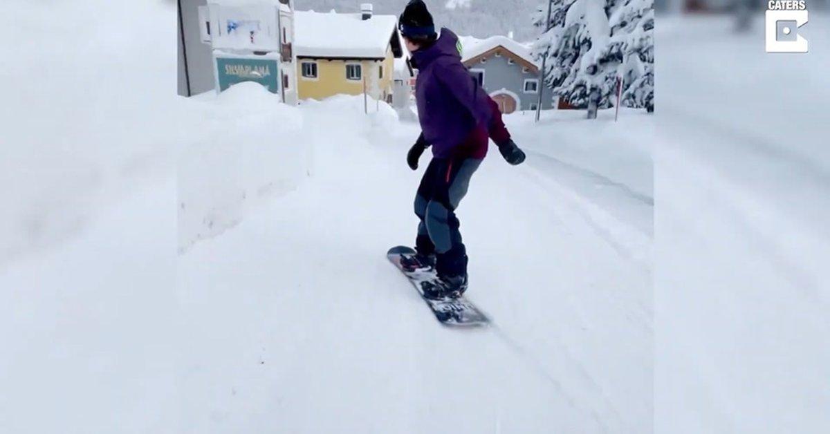 Déconnectez-vous.  - Cet homme skie dans les rues enneigées de Suisse.