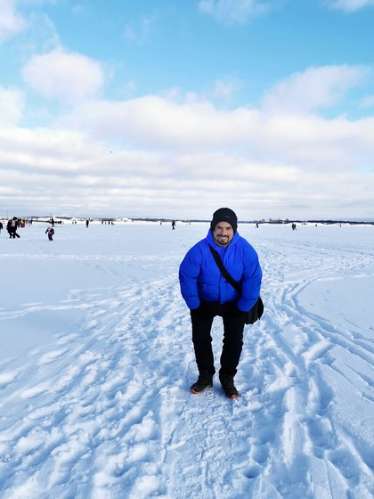 Nahuel works for half a day at the state post office, and in the afternoon he dedicates himself to studying the Finnish language and uploading content to the LandingDos social networks, where he tells us what life is like in Finland.