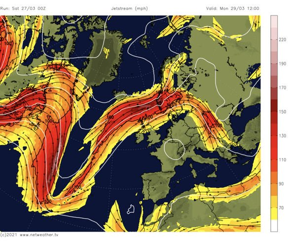 The jet stream into the northern UK twists allows heat to enter from the south