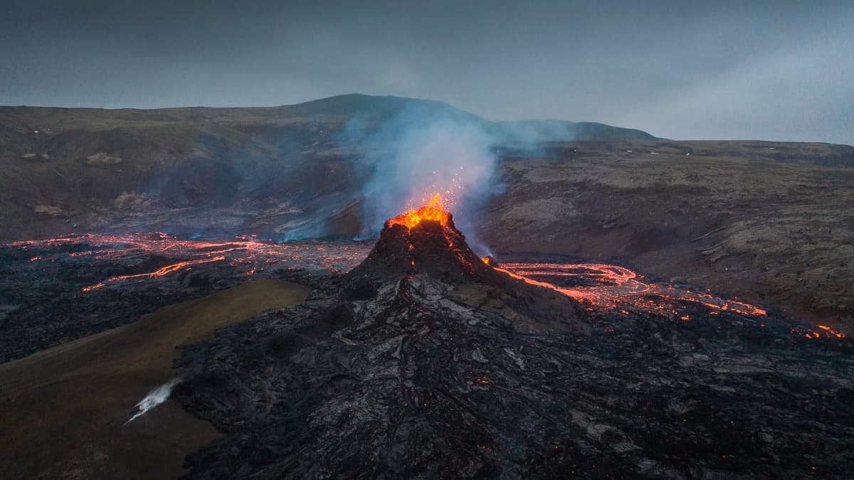 The pilot melts his drone and gets a brutal photo of lava from a volcano in Iceland.