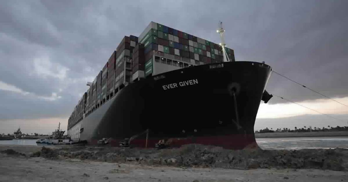 After great efforts to cut off the main international trade route, the Suez Canal ship was partially flooded and set off.