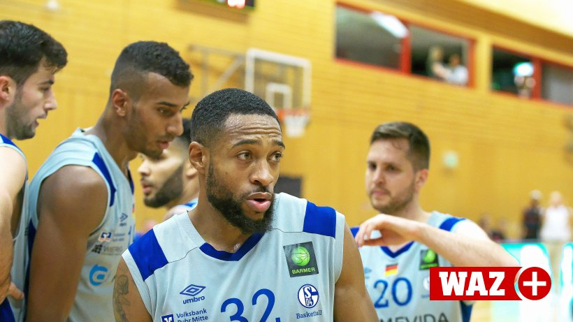 Former basketball players on the Schalke team are scattered all over the world