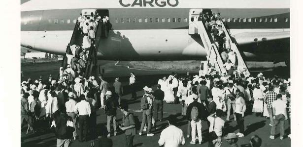 How many passengers can accommodate a plane: see log