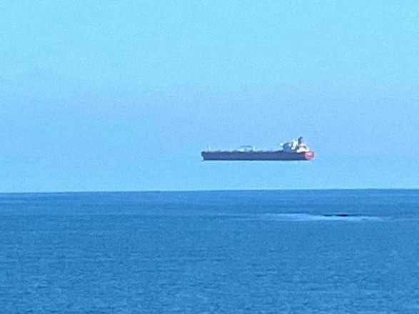 """""""Ships Fly"""": In England I photographed a ship that appears to be hanging in the sky - News on UNN"""