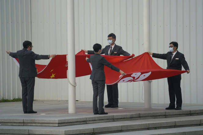 The Chinese and Hong Kong flags were folded on Thursday, March 11th in front of the Hong Kong Legislative Council.