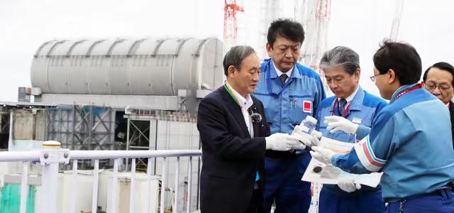 On September 26 last year, Yoshihide asked Suga if nuclear wastewater could be drunk while inspecting the Fukushima Daiichi Nuclear Power Plant, Tepko replied: It could be drunk if diluted.  Yoshihide Suga finally did not drink it. Asahi Shimbun Tire