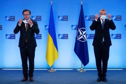 NATO Secretary General Jens Stoltenberg and Ukrainian Foreign Minister Dmytro Koliba.  Photo: Francisco Seco / via REUTERS REFILE