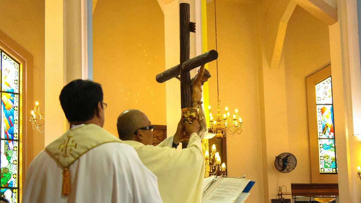 A priest declares that he is in love during Mass and is suspended in Italy