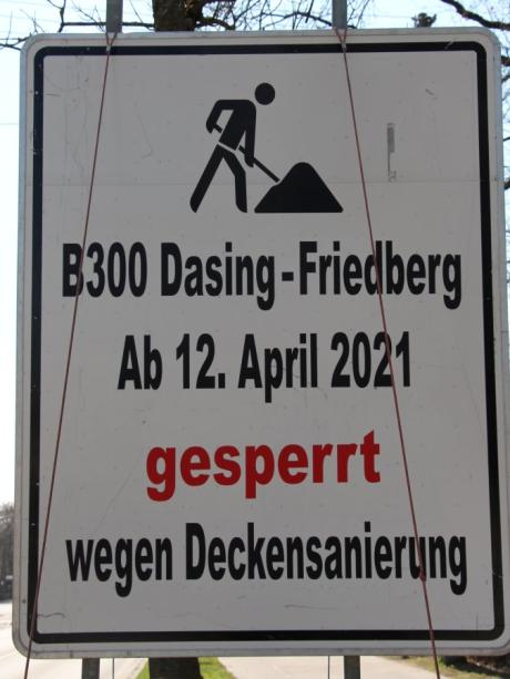 The B 300 in Friedberg has closed due to construction work.