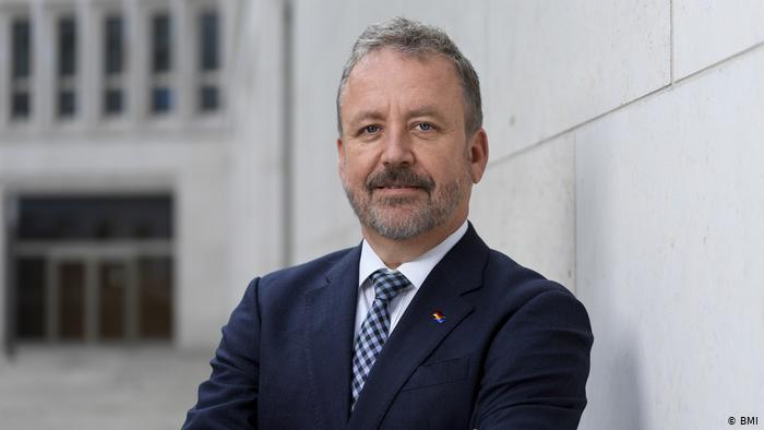 Bernd Fabretius, Federal Government Commissioner for Repatriation Affairs