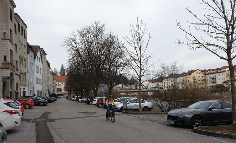 Ennskai: more space for strollers