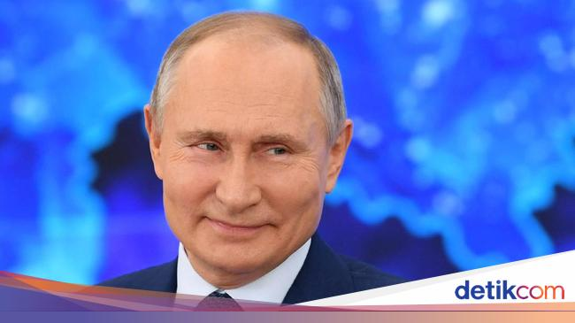 Putin is also looking forward to a life-long position to lead Russia