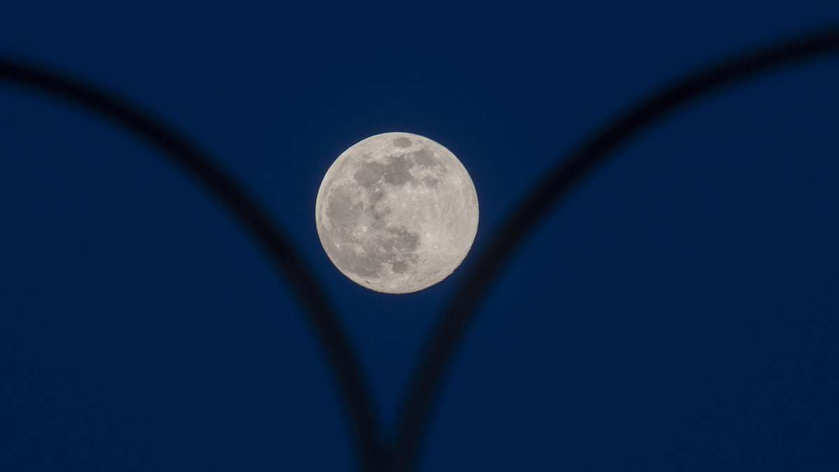 Super Moon: There is the largest full moon of the year in the sky in April