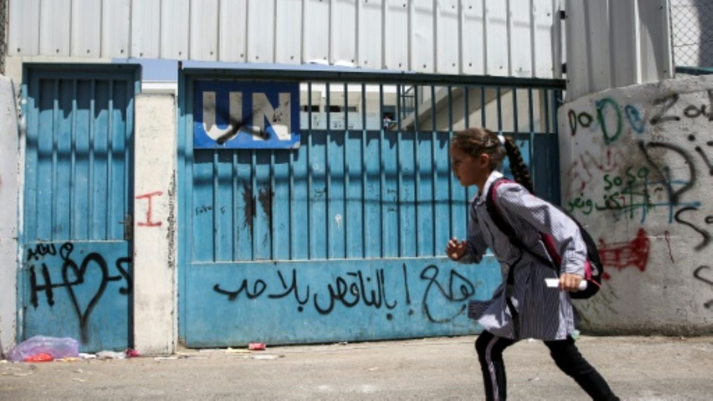 The United States of America resumes payments to the United Nations Relief Agency for the Palestinians