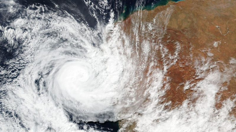 The crushing path of Hurricane Seroja in Australia leaves more than 30,000 people without electricity - El Financiero