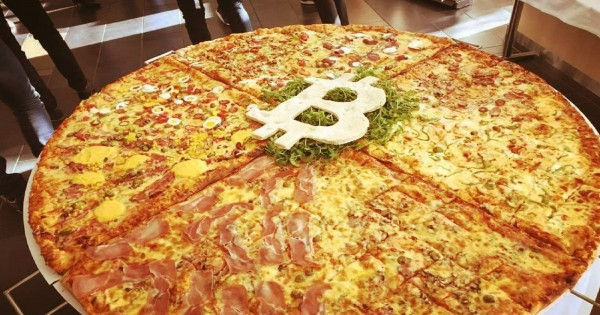 Bitcoin Pizza Day: They give 10,000 pizzas and dollars to Argentinians who start saving