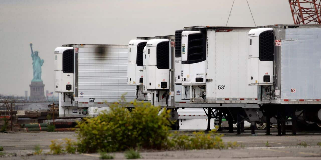 In New York, hundreds of Covid victims have been stored for more than a year in refrigerated trucks