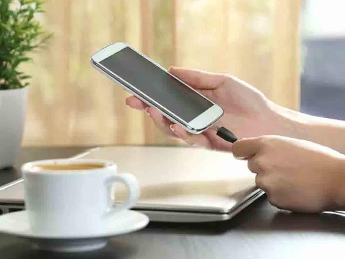 """Smartphone Charging Tips: One mistake and the phone will explode. Avoid these """"errors"""" while charging a smartphone – Mistakes to avoid when charging your smartphone Learn the details"""