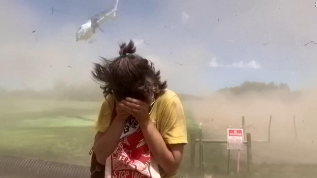 They recorded a helicopter throwing the ground at the demonstrators