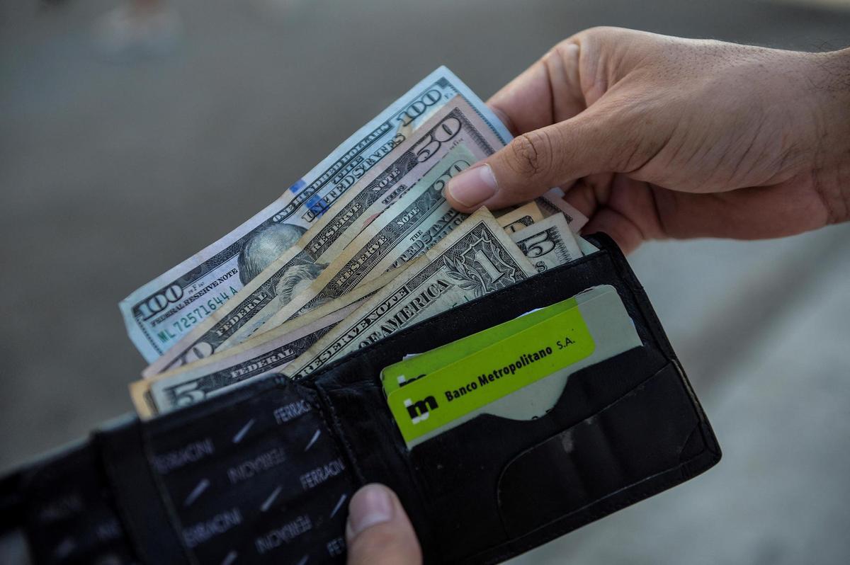 Currency – US dollar bank deposits pending in Cuba