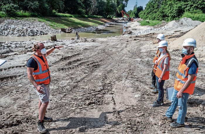 Christoph Meister (left), of the Nacken Corporation, explains the construction project, right-hand press Sarah Rogel and project architect George Fett, both of DB Project Stuttgart-Ulm.