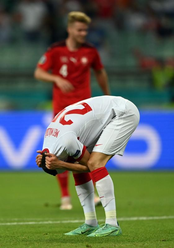 Mert Mulder covers his face during the Switzerland-Turkey match