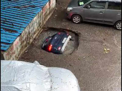 WATCH: Horrific video of a car swallowed up in a crater in Mumbai is spreading fast - Esquire Middle East