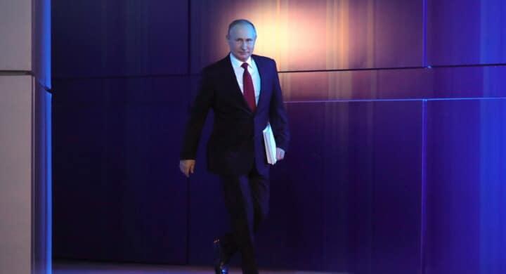 La piuma e il ferro. Biden cala le sanzioni contro Putin