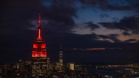 In honor of Bayern Munich: The Empire State Building is lit up in red - sports