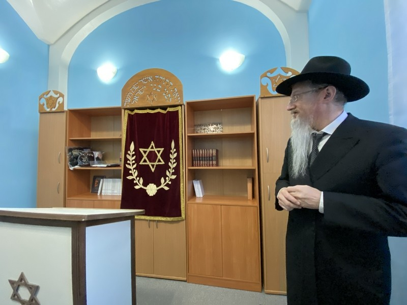 Rabbi opens synagogue in 'prison'
