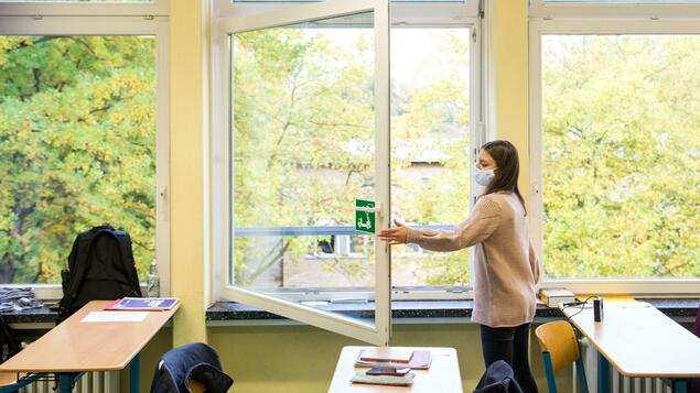 """""""The point is not to have an air filter in every room"""": schoolchildren in Berlin learn with the window open even after the holidays – Berlin"""