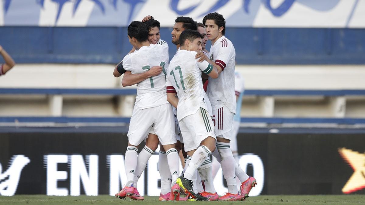 With drama!  El Tre Olympico ends their tour with a victory over Australia