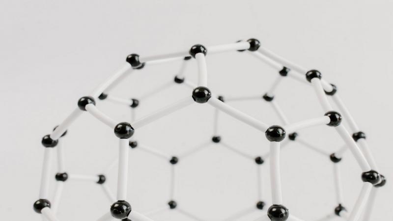 ابتكار أرق مغناطيس في العالم بسماكة ذرة واحدة فقط!